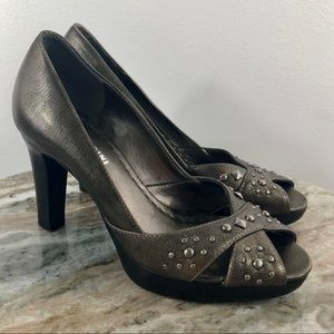 Gianni Bini Size 7 Peep Toe Heels Shoes pewter